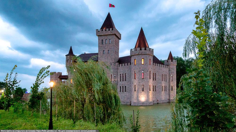 Приэльбрусье. Замок Шато-Эркен на закате