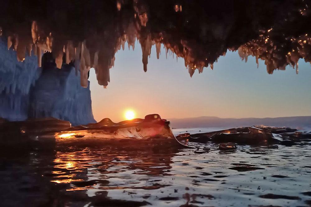 Байкал пещеры и гроты с сосульками