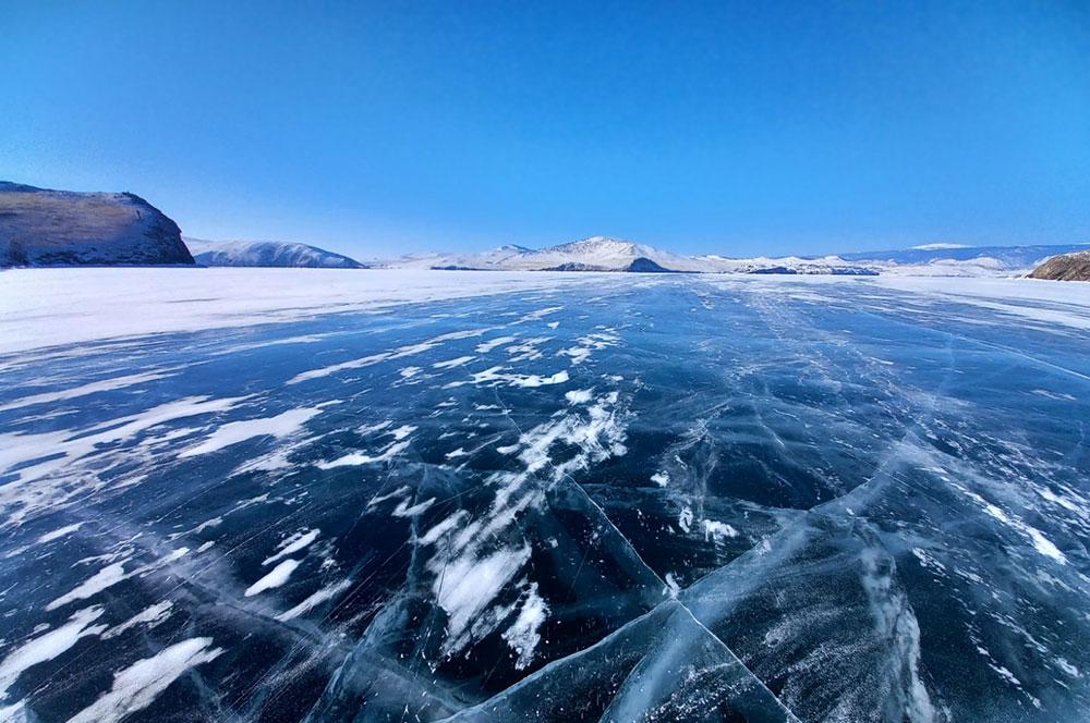 Ледяные гроты зимой Байкал