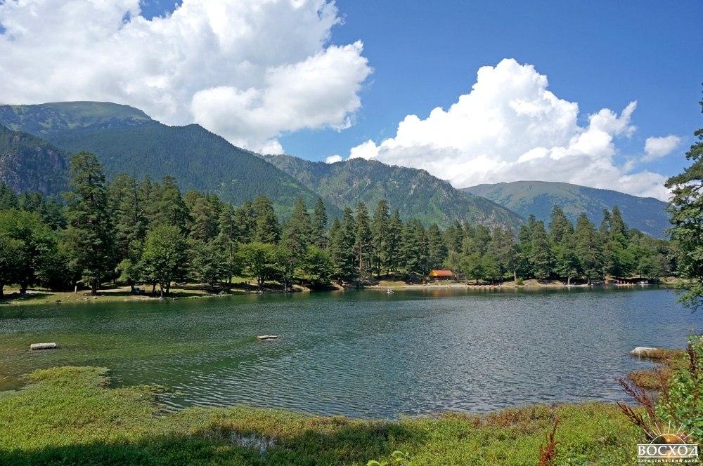Теберда. Летний день на озере Кара-кель